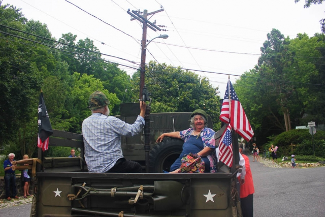 Best Seats in the House! Rosenbergs_Parade 2016-Carlye