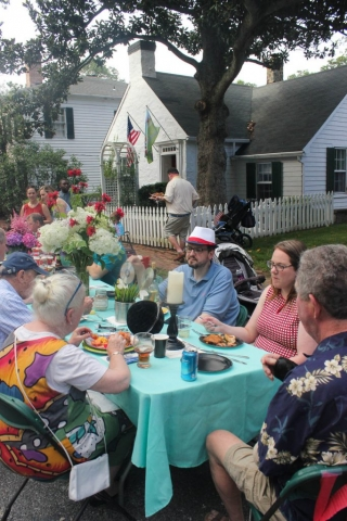 Dining with neighbor-friends from Upper Pickwick_july 2016_Carlye Brooks